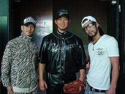 左からATSUSHI、松坂大輔、HIRO