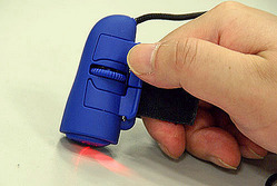 写真5 指で操作できる「指マウス」