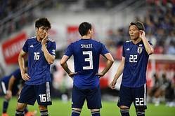森保ジャパンで初の3バックを組んだ3人。左から冨安、昌子、畠中。 写真:金子拓弥(サッカーダイジェスト写真部)