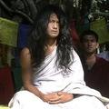 ネパールの首都カトマンズ南方で説教する、「ブッダ少年」とも称されたラム・バハドゥール・ボムジャン師(2008年11月21日撮影)。(c)PANKAJ SHRESTHA / AFP