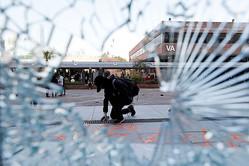 香港デモ隊に警官発砲、1人重体 行政長官「抗議は人民の敵」