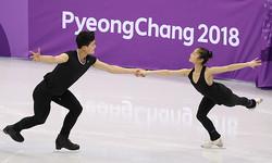 練習する北朝鮮ペアのリョム・デオク(右)、キム・チュシク組=2日、韓国・江陵(写真=時事通信フォト)