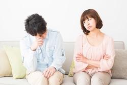 女優の坂井真紀さん(50歳)が離婚。昨年、夫が家を出て別居、当時19歳の女子大生との外泊が報じられていた。実際、夫の不倫相手の年齢を妻たちはどこまで気にするのだろうか。