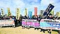 (写真)内部留保活用による大幅賃上げや無期転換実施を求めるトヨタ総行動参加者たち=12日、愛知県豊田市