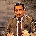 アルイラキーヤの番組「法の網に捕らえられて」の司会者アフマド・ハッサン氏(2018年1月22日撮影)。(c)AFP=時事/AFPBB News
