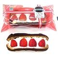 2種類のクリームとフレッシュないちごが相性抜群の「いちごのエクレア」(238円)