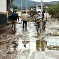 千曲川の堤防が決壊した長野市穂保地区周辺は長靴がつかるほどの泥が積み重なっていた=2019年10月14日午前8時20分、里見稔撮影