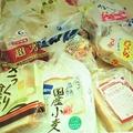 農民連食品分析センターが残留農薬検査を行った市販のパン。15商品のうち11商品からグリホサートが検出された(写真/農民連食品分析センター)