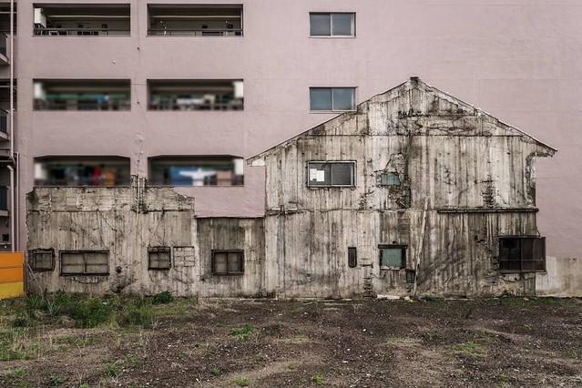 どうしてこんなことに...? 名古屋のマンションの壁に残る「家の幽霊」がこちら