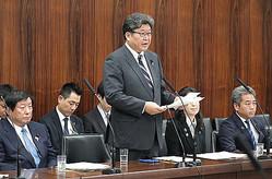 参院文教科学委員会で所信を表明する萩生田光一文部科学相(中央)=29日午前、国会内