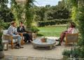 米トーク番組司会者オプラ・ウィンフリー氏(右)のインタビューを受ける、英王室を離脱したヘンリー王子とメーガン妃(左、2021年3月7日公開)。(c)AFP PHOTO/ HARPO PRODUCTIONS