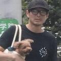 吉田栄作が内山理名の自宅に連泊と報道 仕事前には愛犬の散歩も