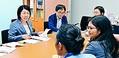 (写真)インドネシアのNGOと懇談する岩渕友参院議員(左)=18日、参院議員会館
