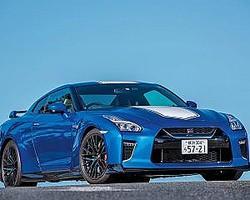 日産GT-R50周年記念モデルは'20年3月末までの期間限定発売車。価格は1343万6500円から。最大出力570馬力の3.8リッターV6エンジンを搭載。ボディカラーはもちろん内装も専用色です