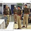 インドのウッタル・プラデーシュ州の警察官たち(画像は『RT.com 2020年9月20日付「Indian father of 5 girls cuts open pregnant wife's belly to see if she is having a son」((C)Rampur Police/ FILE PHOTO)』のスクリーンショット)