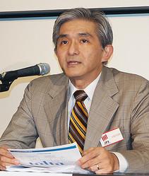 記者会見で資金調達交渉の現状を説明するジャパンディスプレイ(JDI)の菊岡稔社長=13日午後、東京・日本橋兜町の東京証券取引所