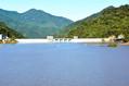 ほぼ一昼夜で満水近くまで水位が上昇した八ツ場ダム=2019年10月13日午後3時18分、群馬県長野原町