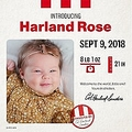 創設者と同じ誕生日で同じ名前の赤ちゃんにKFCがギフト贈呈(画像は『KFC 2018年10月30日付Instagram「I'm as pleased as pumpkin punch to announce the winner of our Baby Harland Naming Contest and the Harland who will be ushering in an all-new generation of Harlands, little Harland Rose.」』のスクリーンショット)