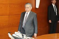 4月25日の金融政策決定会合後、記者会見に臨む黒田東彦日銀総裁(時事通信フォト)