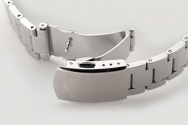 fb1453ebcd 「Neo 70's(ネオセブンティーズ)」は、同社から70年代に発表された機械式時計のテイストを、 現代的なデザインや色使いで再構築したシリーズ。
