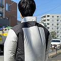 6月15日に発売したアイリスオーヤマのファン付きウェア「クールウェア」