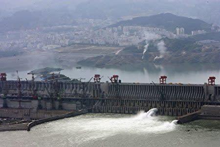 [画像]  三峡ダム「変形している」 周辺観光地、一時営業停止