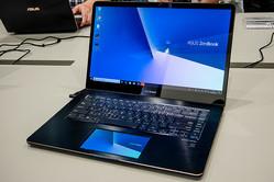 使わないタッチパッドがセカンドスクリーンに! 劇的に便利になるASUSの新ノートPCの革新性とは
