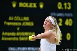 テニス、ウィンブルドン選手権。ジュニア女子ダブルスの試合に臨むフランチェスカ・ジョーンズ(2016年7月7日撮影)。(c)LEON NEAL / AFP