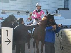 土曜中山6R新馬は5番人気のケイアイピハが3馬身差の圧勝