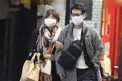 山口智子 唐沢寿明と腕組みデート!結婚25年目も変わらぬ絆