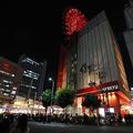 通行人が巻き込まれる転落事故があった商業施設「HEP FIVE」=2020年10月23日午後、大阪市北区