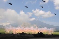 自衛隊富士火力演習(資料写真)