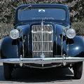多数のクルマを作り出す巨大メーカーにも最初はある! トヨタ&日産初の市販車とは?