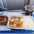 新型コロナウイルスの感染拡大により、航空業界は経営が厳しくなっているものの、機内食のインターネット販売は好調だという。需要の激減で余ってしまう機内食を販売したところ、想像以上の人気が出たため、販売を続けているようだ。(イメージ写真提供:123RF)