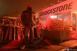 フランス・べテューヌのブリヂストン工場前で行われた、同工場閉鎖への抗議活動(2020年11月27日撮影)。(c)DENIS CHARLET / AFP