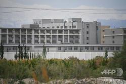 中国・新疆ウイグル自治区アクトにある、再教育施設とされる建物(2019年6月4日撮影、資料写真)。(c)GREG BAKER / AFP