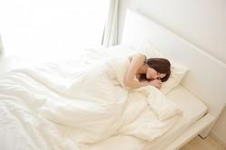 猛暑を乗り切るには睡眠も重要!熟睡のコツを解説