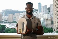 モナコで行われた「平和とスポーツ国際フォーラム」で「チャンピオン・オブ・ピース」に選出されたラグビー南アフリカ代表のFLシヤ・コリシ(2019年12月12日撮影)。(c)VALERY HACHE / AFP