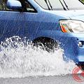 車による水はねで泣き寝入りする歩行者 手間がかかり賠償金も少額