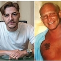 父親(右)をハンマーで殴った息子(画像は『Daily Star 2019年11月18日付「Son who attacked abusive dad with hammer says he doesn't regret it」(Image: Andy Commins / Daily Mirror)』のスクリーンショット)