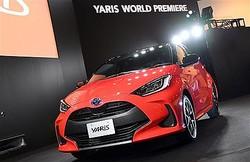 世界初公開されたトヨタの新型コンパクトカー「ヤリス」=15日午後、東京・青海のMEGAWEB ライドスタジオ(酒巻俊介撮影)