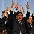 安倍晋三首相は今年3月の自民党定期党大会で、憲法改正発議への決意を表明した。(写真=UPI/アフロ)
