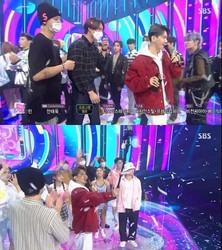 EXO「人気歌謡」にサプライズ登場!1位のベクヒョンをお祝い…チェンの姿も話題に