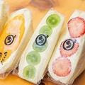 左から「白川白鳳」(627円 時価)、「宮崎マンゴー」(1491円 時価)、「シャインマスカット」(659円 時価)、「すずあかね苺」(594 時価) / ダイワスーパー