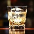 丸氷を使ってロックで飲むウイスキーはまた格別です