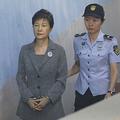 朴槿恵前大統領。韓国・ソウルの裁判所で(2017年8月25日撮影、資料写真)。(c)KIM HONG-JI / POOL / AFP