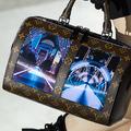 ルイ・ヴィトンがディスプレイを搭載したハンドバッグ披露 スマホと連携
