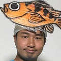 さかな芸人ハットリの「小さな恋のうた」が話題 魚の名前で替え歌