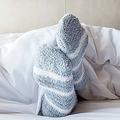 寝るときに靴下を履いていいのか…睡眠の専門家「おすすめできません」