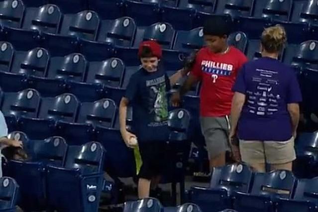 【MLB】「大人も見習うべき」! ファウルを巡る少年ファンの粋な行動に米感動「これは最高」
